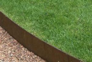 Hold græsset ind med kant plader i jern