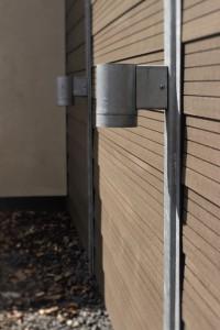 GH system hegn i komposit med stolpe lys til haven
